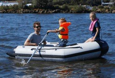 w0q-rubberboot_met_motor_rubberboot_kopen_zeeland_rubberbootje_kopen_rubberboot_met_stuur_provoost_maritiem_vlissingen_jachtmakelaar_1.jpg - Provoost Maritiem - Waypoint voor service en onderhoud